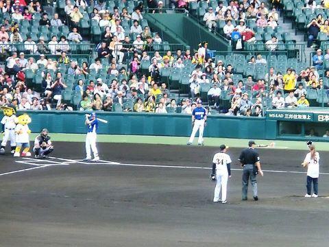 111002_なでしこ澤選手始球式2.jpg
