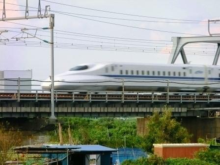 相模川を渡るN700系.jpg